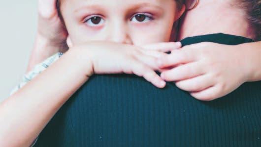 Niños que viven con dementes,  propensos a ideas suicidas