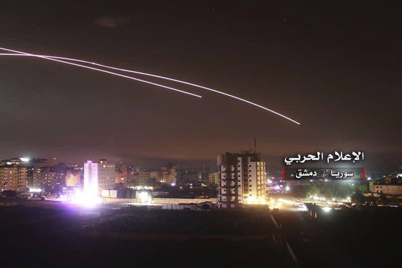 Israel dice que ataca «todas» las instalaciones militares iraníes en Siria