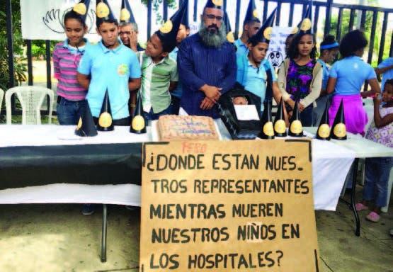 Los comunitarios celebran otro infeliz aniversario sin tomógrafo