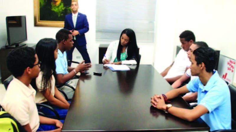 Los estudiantes de bachillerato ganadores del primer lugar en cada categoría compartieron su experiencia con la Esquina Joven.