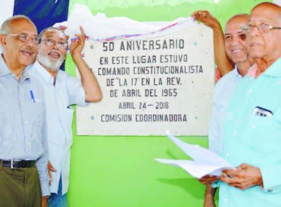 Develan  tarja conmemoran 53 años  Revolución