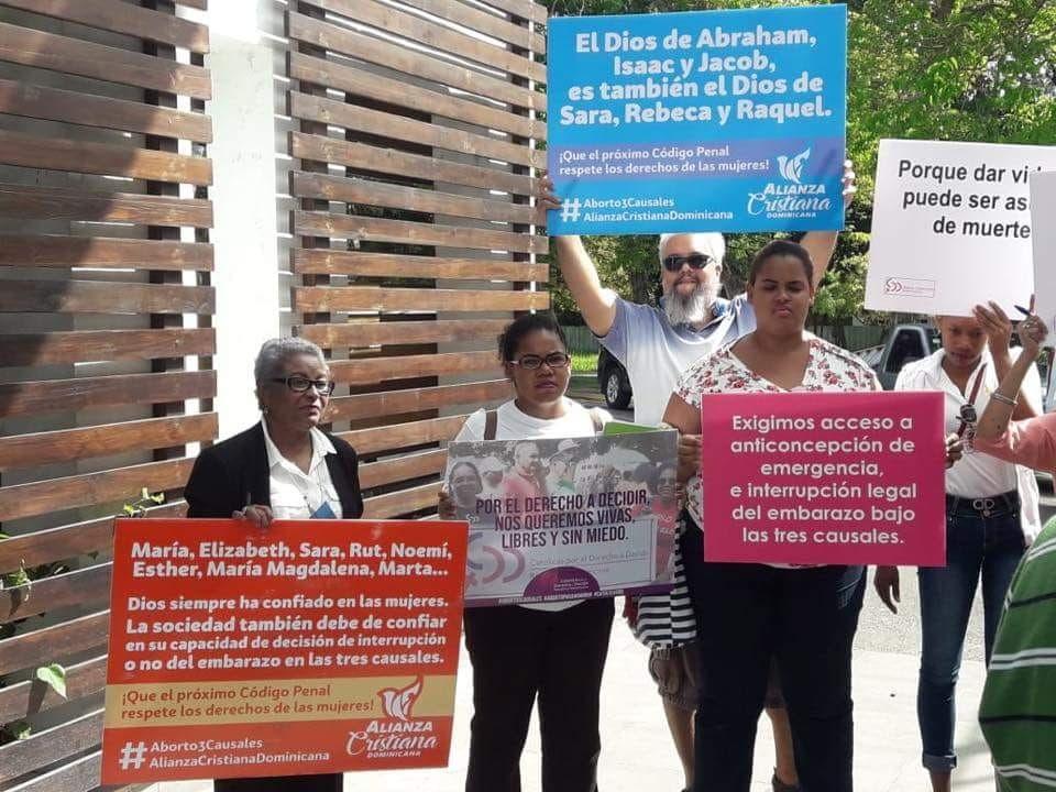 Alianza Cristiana Dominicana presenta argumentos religiosos a favor del aborto 3 causales en Foro Legislativo de Santiago