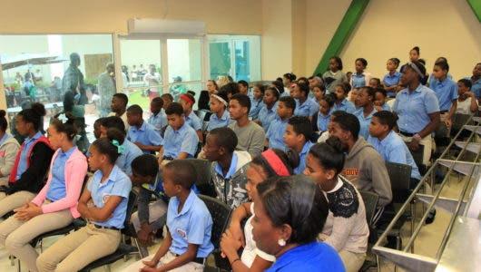 Miles de estudiantes sin recibir docencia por paro profesores ADP