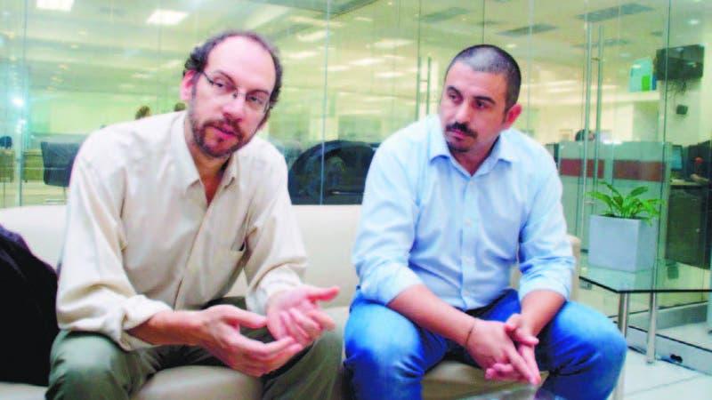 Rodolfo Bejarano y Adrian Falco en visita a periódico HOY.