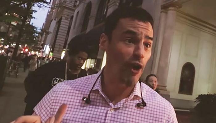 Abogado de NY se disculpa por insultar a hispanos por hablar español