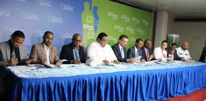 Dominicana Limpia acuerda con alcaldes el cierre técnico de 8 mayores vertederos