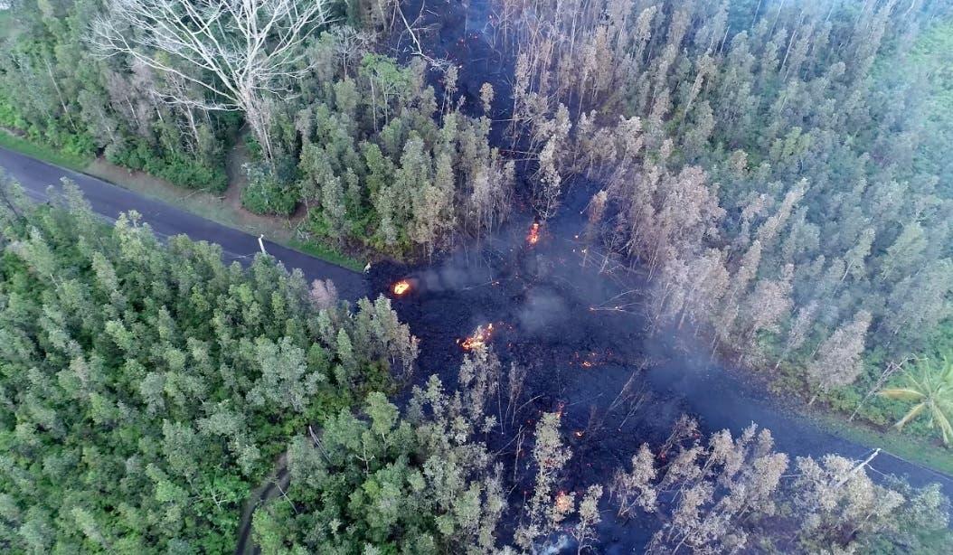 Miles huyen en Hawái tras sismo que desencadenó nuevas erupciones de volcán