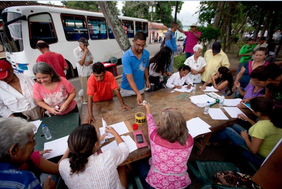 Abren 80 % de las mesas electorales en Venezuela, según primer balance
