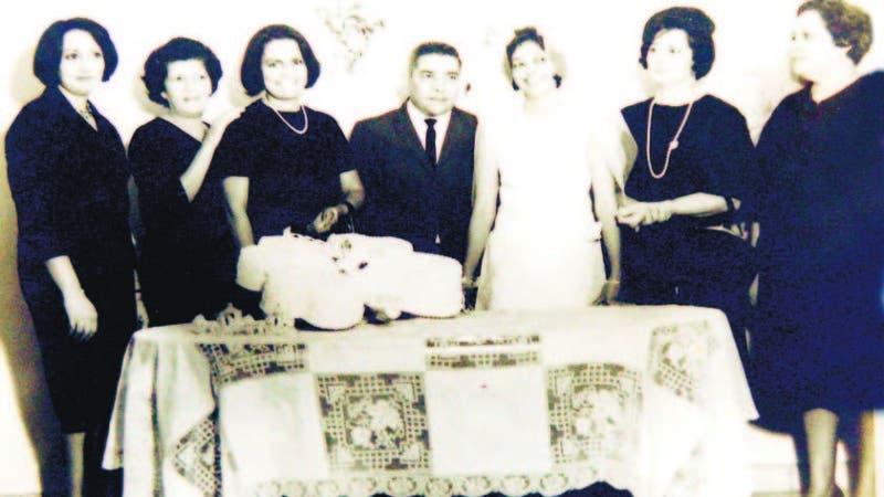 Ángela Tavárez Justo, Gracita Díaz, Chana Díaz, Aída de la Maza y Fefita Justo el día de las bodas de Elsa