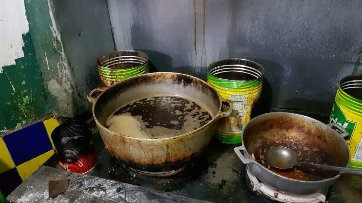 En estas condiciones se encontraba el pica pollo que fue cerrado por Pro Consumidor en San Pedro de Macorís