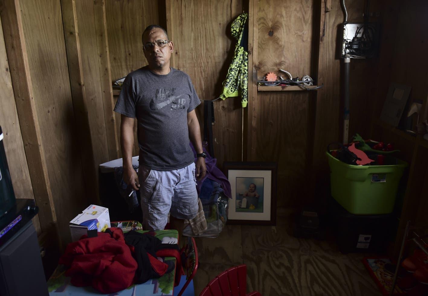 Puerto Rico sigue falto de tejados pese a riesgo de tormenta, 9 meses después huracán María