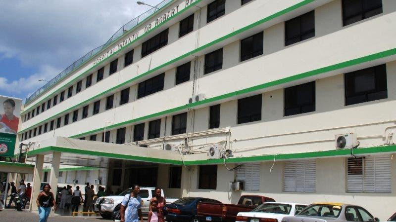 Fachada frontal del Hospital Infantil Dr. Robert Reid Cabral.   La Feria, Santo Domingo.Archivo.