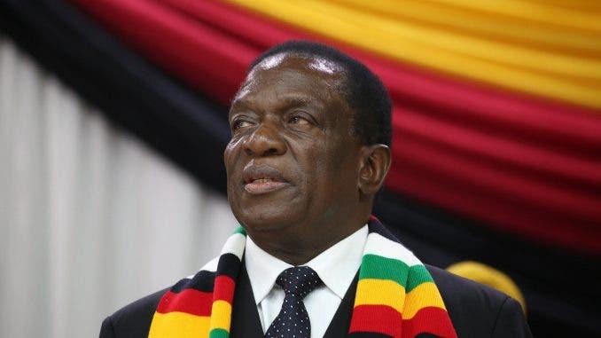 Presidente de Zimbabue sale ileso de explosión durante mitin político