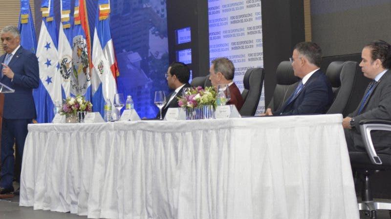 El canciller Miguel Vargas presidió la ceremonia inaugural del Foro de Exportación e Inversión de los Estados miembros del Sistema de la Integración Centroamericana (SICA), evento que se desarrollará hasta este viernes dentro de la 51ª Reunión de Jefes de Estado y de Gobierno. HOY/ Aracelis Mena. 28/06/2018