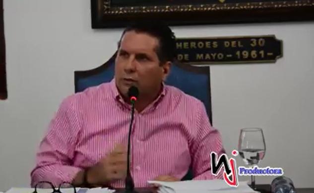 Regidor Pedro Fernández pide renuncia del alcalde de Moca, Ángel López