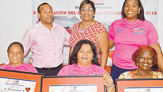 Federación judo reconoce a tres madres en acto