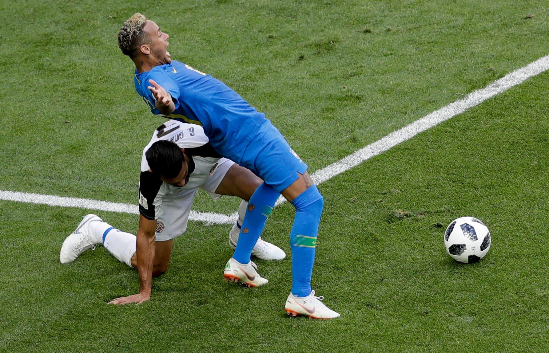 Brasil marca dos en el descuento (2-0) y elimina a Costa Rica del Mundial