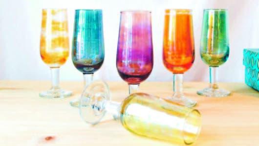 ¡Salud!, brindemos con copas de colores