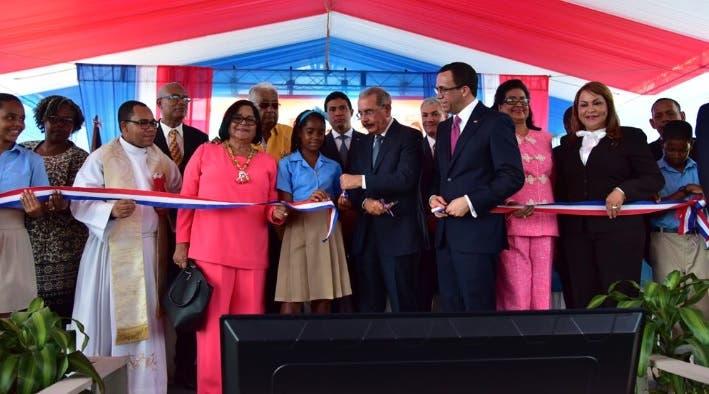 Presidente entrega centro educativo de 34 aulas en Manoguayabo