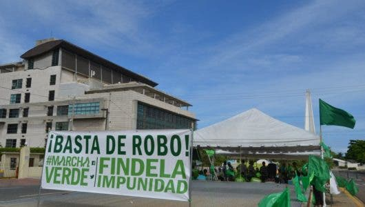 Video: Continúan frente a la PGR el campamento Marcha Verde en reclamo de añadir implicados en caso Odebrecht