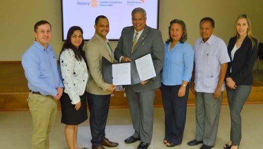 Directivos de Rotary República Dominicana Distrito 4060 y World Vision en el país.