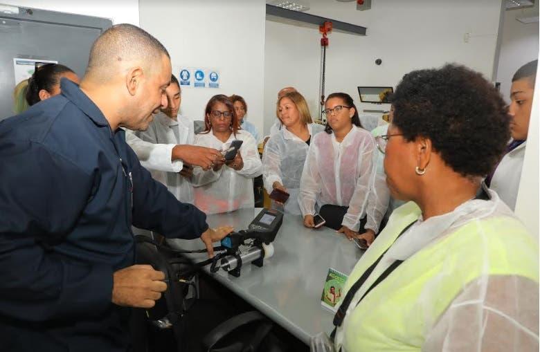 Estudiantes de la UCSD visitan el Centro de Gestión de Materiales Radiactivos y Fuentes en Desuso de CNE