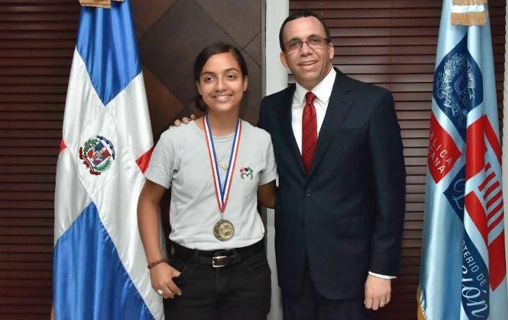 Conozca la estudiante colocó por primera vez a RD en tercer lugar en olimpíada matemática en Cuba
