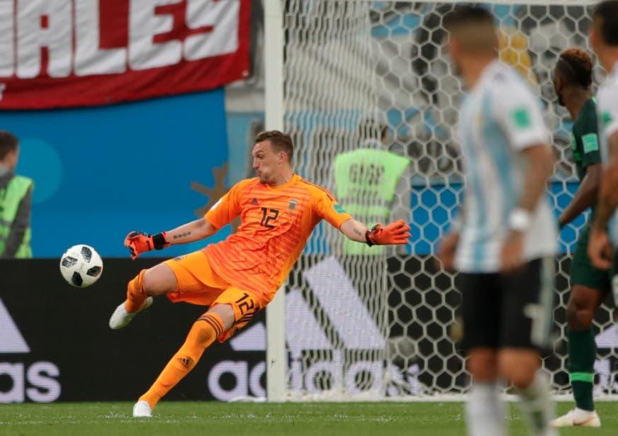 Arquero Armani debuta y salva a Argentina