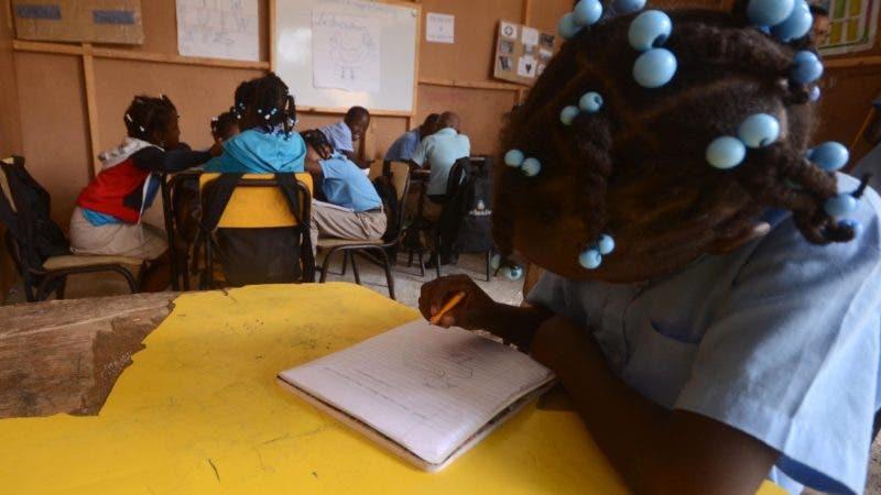 Escuela Primaria Manuel Llanes. Municipal San Luis Santo Domingo Este Rep. Dom. Foto/ Pedro Sosa