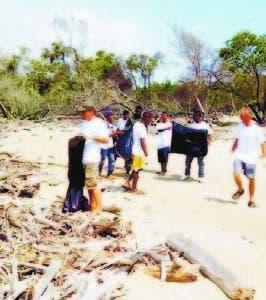 Voluntarios limpian Malecón de Puerto Plata