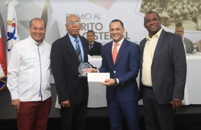 Inefi otorga Medalla al Mérito Magisterial en Educación Física 2018