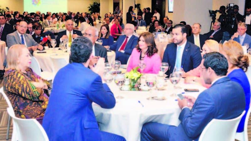 Participantes en el Tercer Congreso Industrial, el cual celebró su primer encuentro de evaluación.