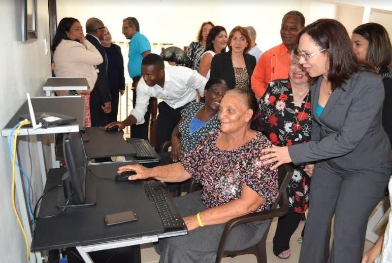 CONAPE anuncia servicios en línea para los adultos mayores