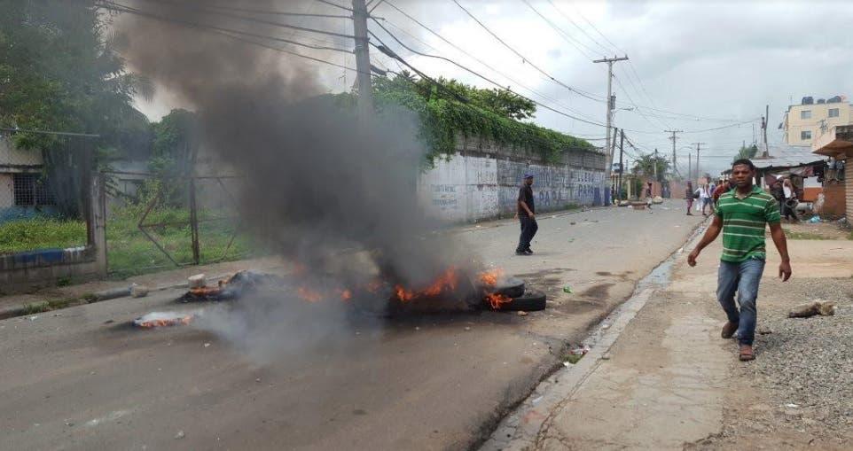 Protestan en el sector Cancino Adentro por falta de agua