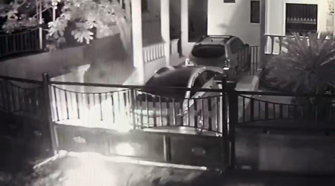 Video: Lanzan «bombas» de fabricación casera en residencia presidente IPPP