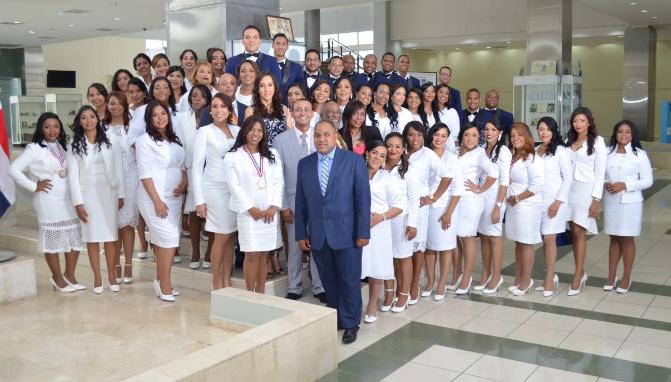 Maternidad de Los Mina gradúa 49 especialistas