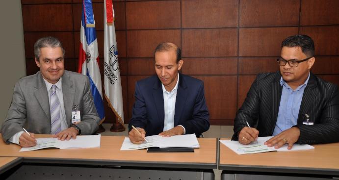 Ministerio de Trabajo media acuerdo laboral entre Falconbridge y SUTRAFADO
