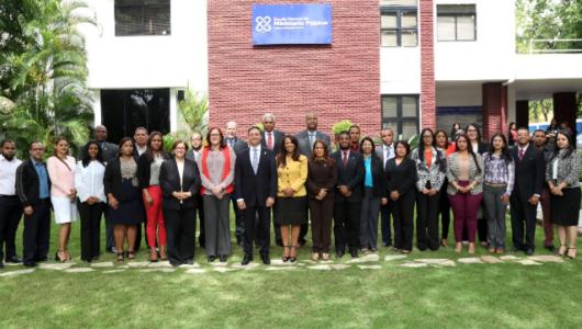 """El procurador Jean Rodríguez (centro) junto a las demás personalidades que encabezaron la presentación de la """"Jornada de prevención contra la trata de personas y la explotación sexual comercial""""."""