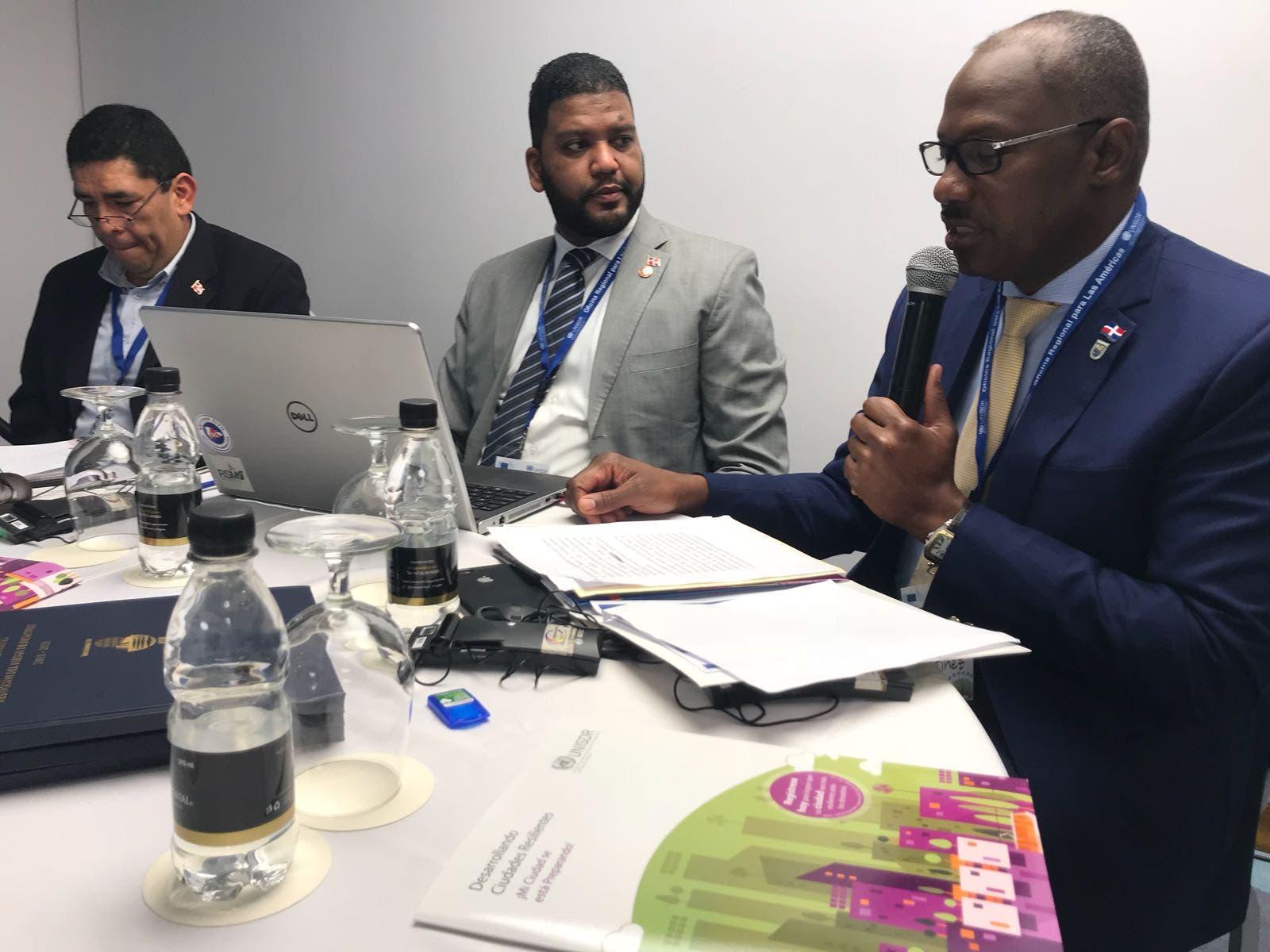 Alcalde de SDE participa en evento internacional sobre desastres naturales