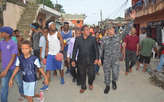 PN inicia acercamiento con moradores de Barrio Nuevo de San Cristóbal