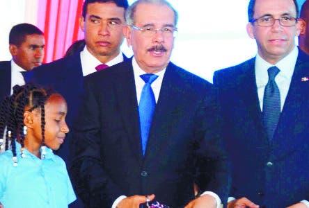 El Pais/  .El Presidente Danilo Medina Sanchez .entrego  un centro educativo en Yamasa  ,Hoy/ Jose Franciosco .12-7-2018