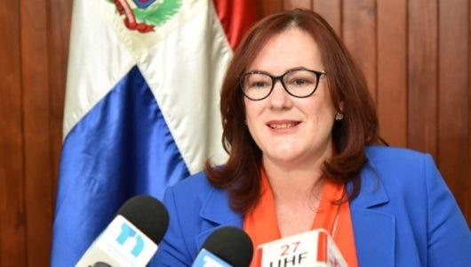 Ministra de la Mujer pide paridad en ley de Partidos