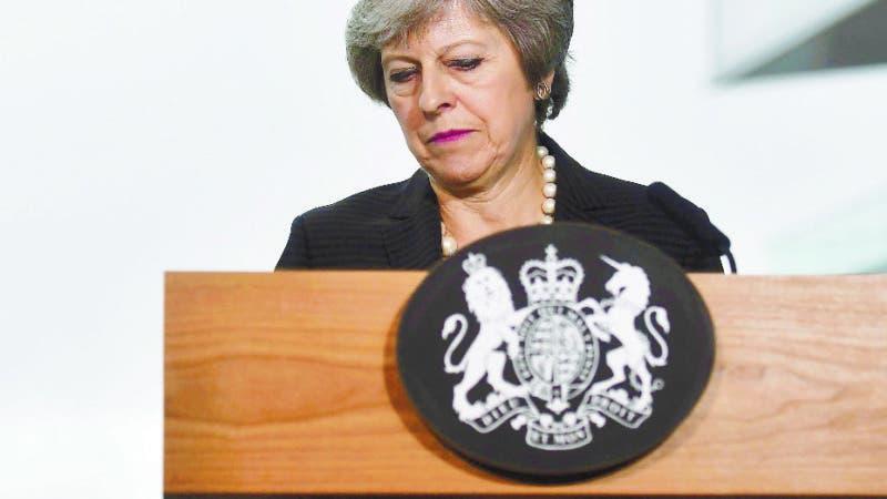 La primera ministra británica Theresa May pronuncia un discurso en el Waterfront Hall, en Belfast.   (Charles McQuillan/PA vía AP).