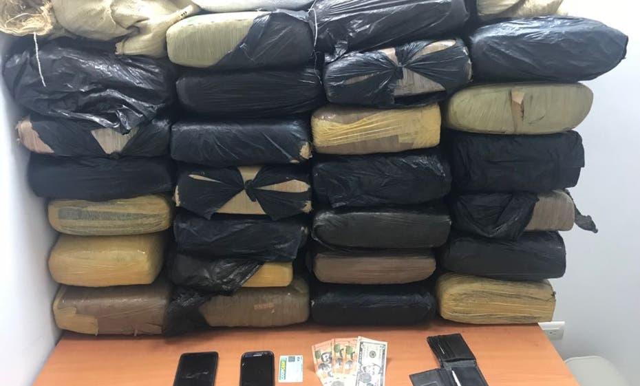 Decomisan 229 libras de marihuana camufladas en ropas en Pedernales