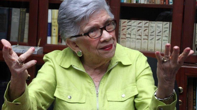 Entrevista espacial a la profesora política ,y poeta es ministra de educación y fundadora del la asociación de profesores ADP doña Ivelisse Prat DE Pérez Hoy  Duany Nuñez 26-8-2018