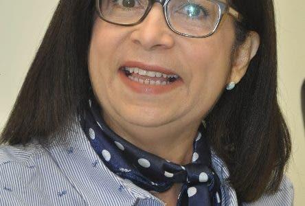 El pais.Maira Jimenez Directota de Banca Solidaria en el Desayuno Economico.Hoy/Pablo Matos 28-09-2016