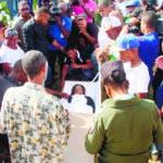 En hoy en el velatorio y  entierro de la AMET que se quito la vida en el baño de la embajada de los EEUU en foto : Minerva Montero madre ,Santo Montero Montero Hermano HOY Duany Nuñez 22-7-2018