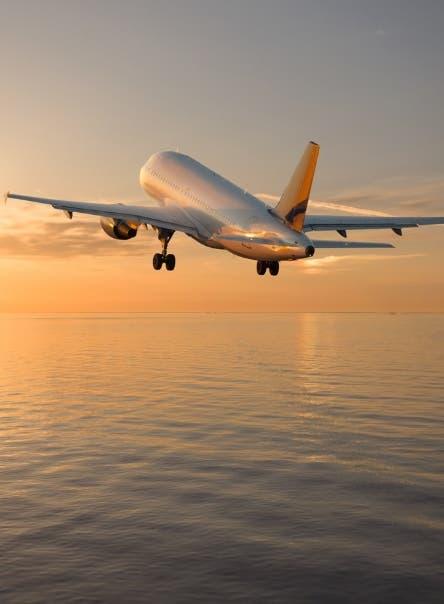 A propósito del toque de queda, aquí te contamos lo que debes hacer si tienes un vuelo