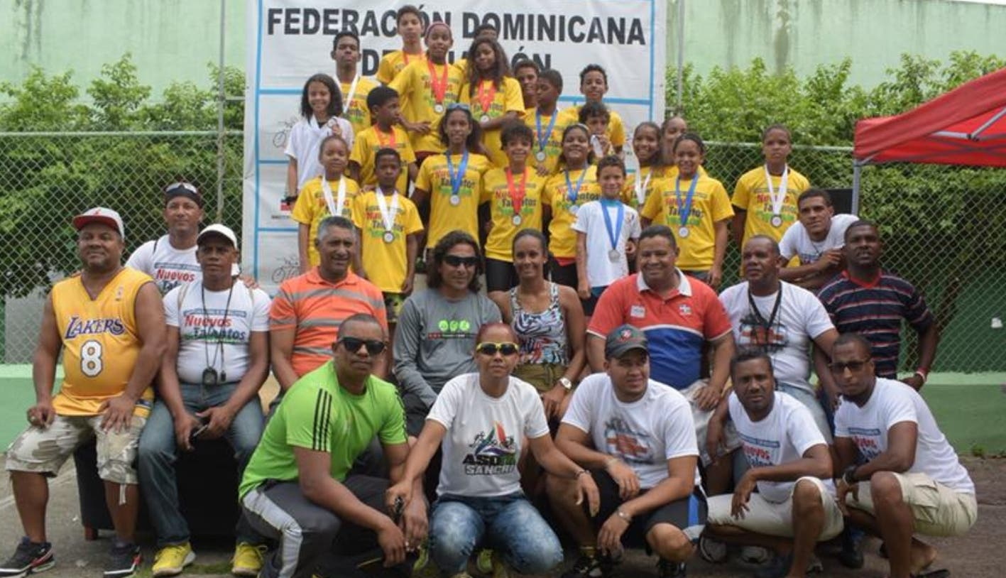Triatlón celebra II Campamento 2018