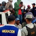 La Dirección General de Migración (DGM) realizó un amplio operativo de interdicción en las cinco provincias de la frontera dominico-haitiana, durante el cual fueron detenidos 1mil 019 extranjeros.   Durante la interdicción fue desplegado un personal integrado por  95 Agentes, Inspectores y Supervisores de la DGM, divididos en varios equipos, con el apoyo de 150 efectivos militares del Ejército de República Dominicana (ERD), Cuerpo Especializado de Seguridad Fronteriza (CESFRONT) y representantes del Ministerio Público de cada provincia.  Hoy/Fuente Externa 20/6/18
